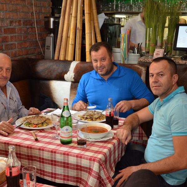 Saloon steaks and more   Gäste am Essen
